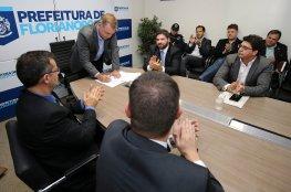 É assinado decreto que regulamenta o Alvará de Funcionamento Condicionado para atividade econômica em Florianópolis