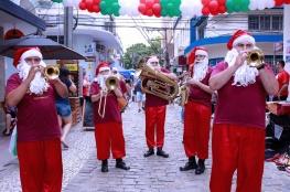 Feira Viva a Cidade recebe Papai Noel para sessão de fotos