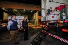 Coronavírus em SC: Governadora acompanha chegada de mais 229,2 mil doses de vacina ao estado na madrugada desta sexta-feira